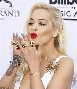 rita ora reveals sensitive red skin on her right hand