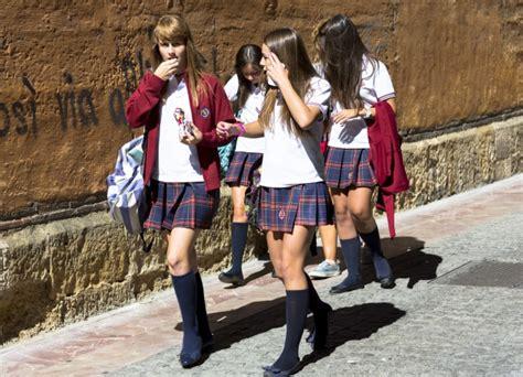 estudiantes en falditas los estudiantes brit 225 nicos podr 225 n elegir si prefieren