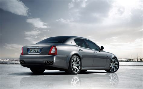 maserati quattroporte 2011 2011 maserati quattroporte rear three quarter photo 3