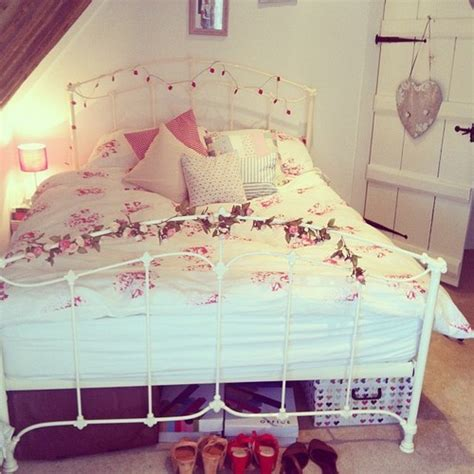 zoella bedroom decorating idea fake vines awesome rooms