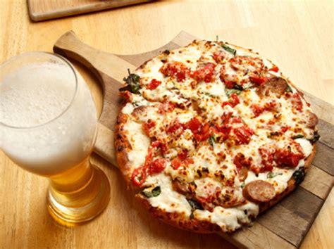 lavorare in germania come cameriere cercasi pizzaiolo in baviera germania thegastrojob