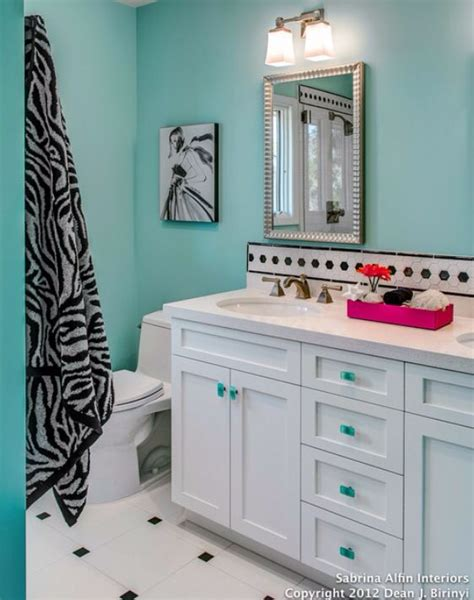 Zebra Bathroom Ideas by 25 Best Ideas About Zebra Bathroom Decor On