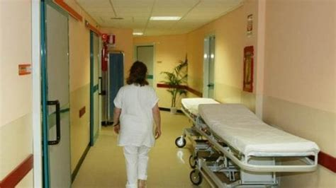 osp san matteo pavia in ospedale a pavia cade mentre dalla carrozzina la