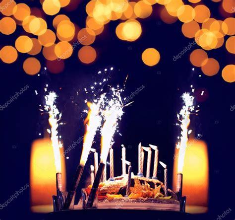candele luminose celebrazione torta di compleanno con le candele luminose