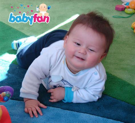 wann baby zufüttern baby krabbeln ab wann babyfan de