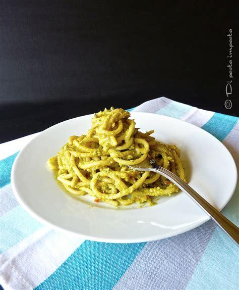 ricetta pasta con fiori di zucchina di pasta impasta pesto di fiori di zucchina o di zucca