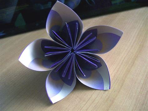 Paper Flower Steps - visual for origami paper flowers slideshow