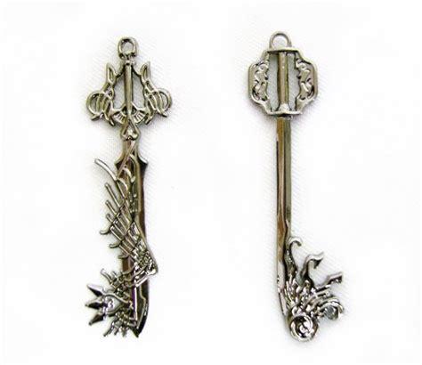 kingdom hearts ii keyblade pendant necklace set 2 sora new