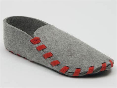 single slipper for both single step slippers made of one shoelace of felt