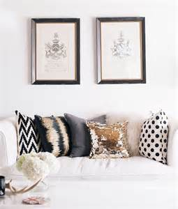 Living Room Sofa Pillows How To Choose Throw Pillows For Your