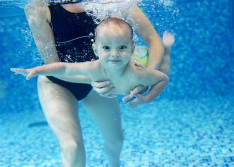 teaching baby to swim in bathtub should you teach your baby to swim safebee
