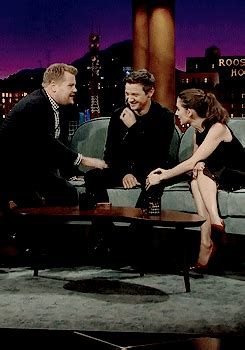 alison brie late show alisonbriedaily alison brie and jeremy renner on the