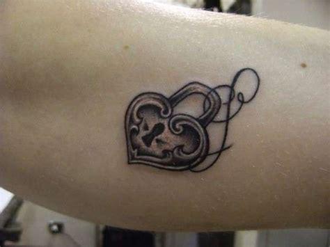 tatuaggi cuore con lettere tatuaggi lettere foto bellezza