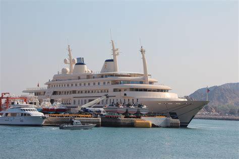 Die Yacht by Die Yacht Des Sultans Oman Foto Bild Asia Middle