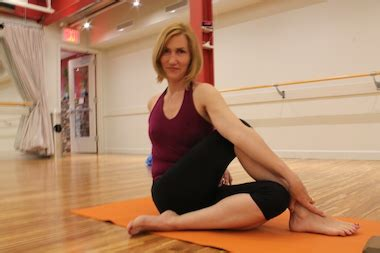 chelsea yoga yoga instructor debuts class for getting over breakups