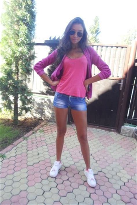 hot pink yamamay blouses white adidas shoes salmon sprider shirts day trip  criis