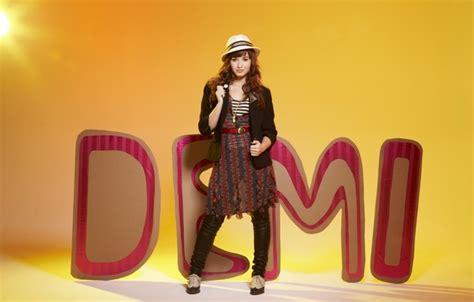 Demi Lovato For Blackberry Q10 обои взгляд деми ловато девушка demi lovato картинки на рабочий стол раздел девушки скачать