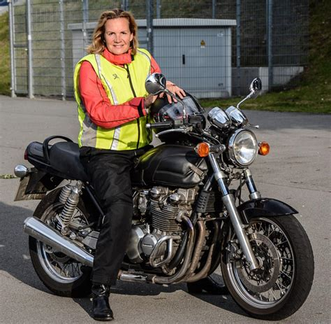 Motorrad Bilder Frauen by Eine Frau Mit 47 Jahren Macht Den Motorradf 252 Hrerschein Welt