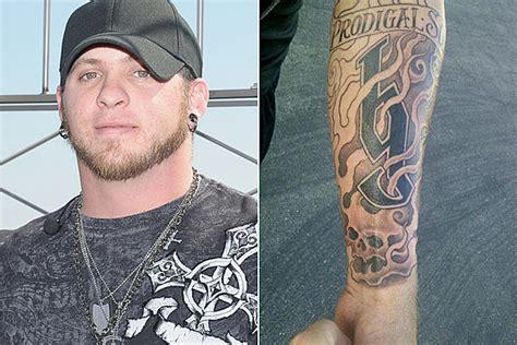 brantley gilbert tattoo brantley gilbert gets a new