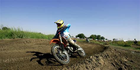 4 stroke motocross bikes 2 stroke vs 4 stroke dirt bike how they measure up on
