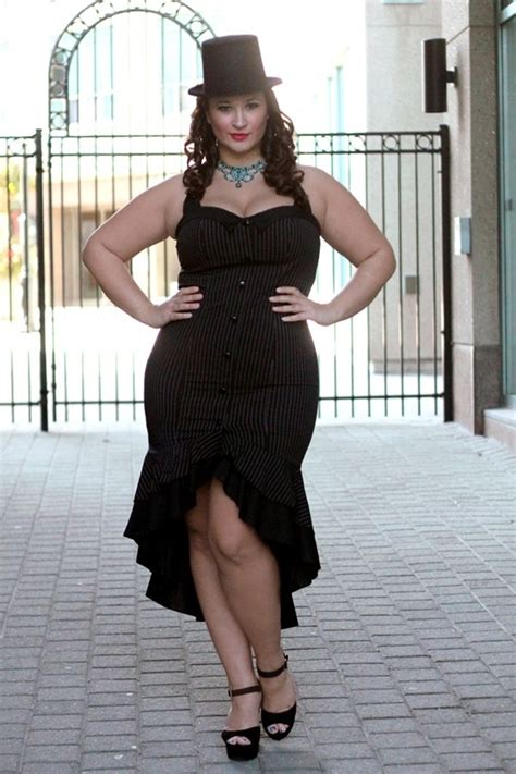 thick curvy women full body pictures sexy outfits to show off that curvy figure