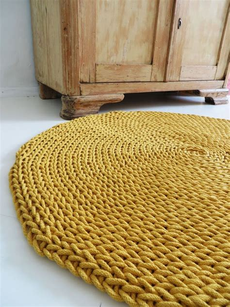 knitted rug 25 best ideas about knit rug on crochet carpet knitted rug and hula hoop weaving