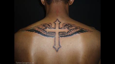 id 233 e tatouage homme haut du dos