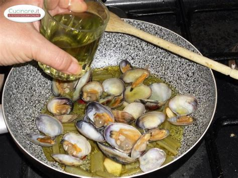 cucinare le vongole veraci antipasto di vongole veraci con carciofi cucinare it
