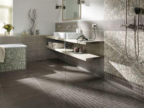 badewanne mosaik fliesen und mosaik in der begehbaren dusche bad