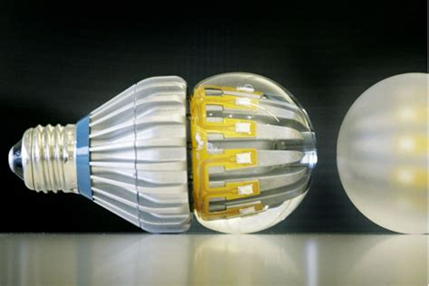 Difference Between Led And Cfl Light Bulbs Halogen Light Bulbs Cfl Led What S The Difference Csmonitor