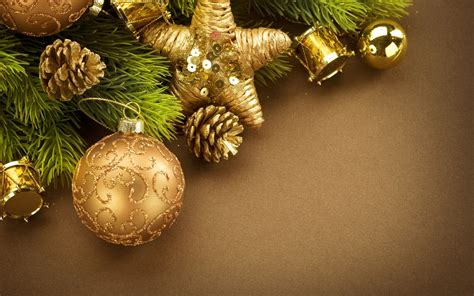 àmazing christmas decoration pictures in hd new year ornaments cones leaves decorations wallpapers hd desktop and mobile
