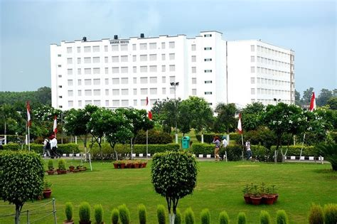 Mba Colleges In Chandigarh With Fee Structure by Fees Structure And Courses Of Chandigarh Cu