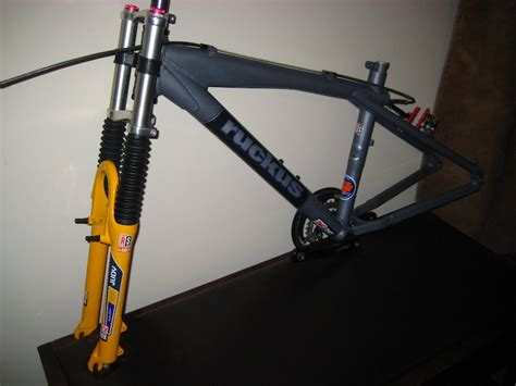 kaos sepeda rock shox 1 downhill what hardtail can you use for downhill and what forks