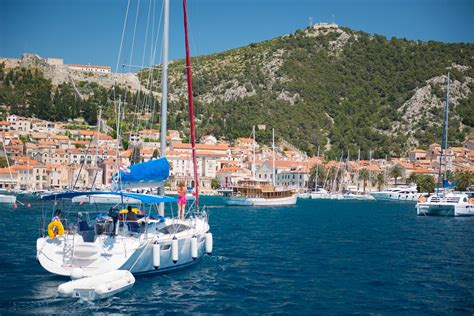 catamaran or monohull yacht catamran vs monohull which one is for you