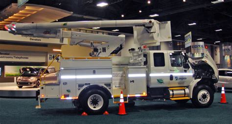 electric company truck file pepco s hybrid diesel electric bucket truck was 2010