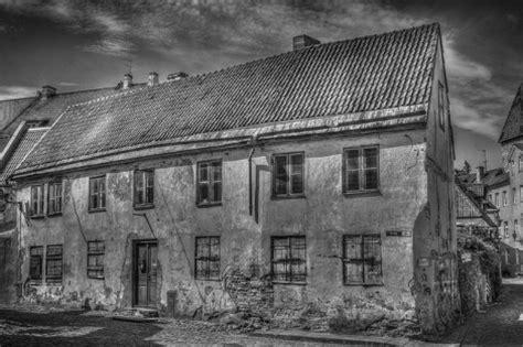 sognare casa sognare casa vecchia fatiscente che crolla significato