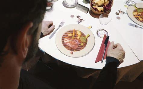le petit chef cuisine le petit chef a tiny chef that cooks meals right