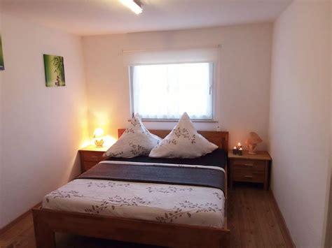 schlafzimmer doppelbett ferienhaus havelblick mit boot und wasserzugang potsdam
