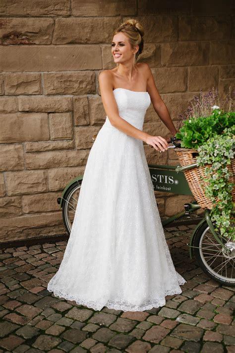 Brautkleid Hochzeitskleid by Hochzeitskleid Tr 228 Gerlos Mit Weitem Rock Spitze Und Corsage