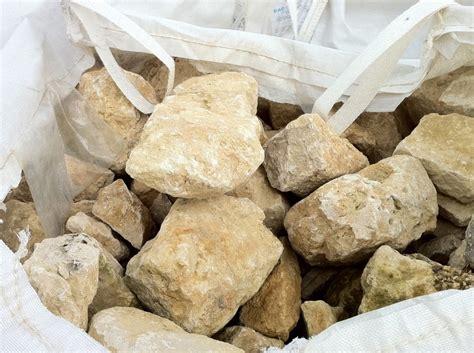 le type de pierre utilisee sera du calcaire tendre le travail se moellons anciens en pierre calcaire