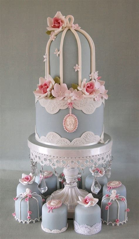 birdcage top tier and mini cakes i don t usually use