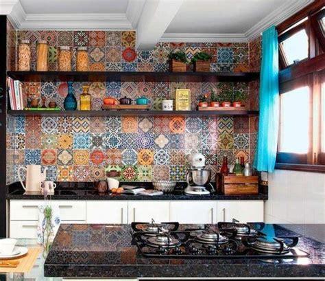 White Kitchen With Backsplash Comment D 233 Corer Avec Le Carrelage Ancien 62 Photos Pour