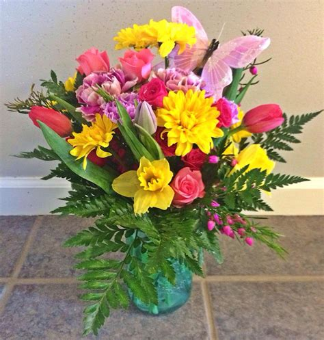 beautiful arrangement friday florist recap 3 28 4 4 a cascade of beautiful blooms