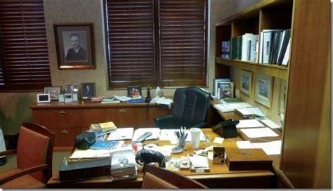 Warren Buffett The Office by How Warren Buffett Invests