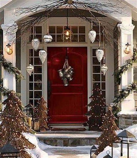 christmas front door decor best 25 christmas front doors ideas on pinterest christmas front porches christmas porch
