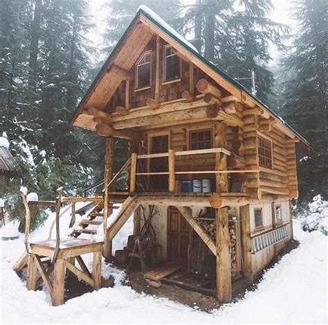small house inspiration 25 best ideas about log cabins on pinterest log cabin