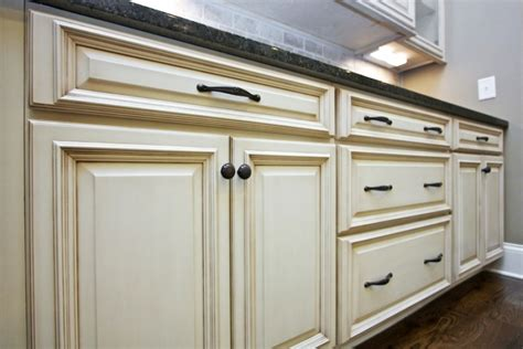How To Choose Hardware For Kitchen Cabinets | how to choose the right hardware for your kitchen cabinets