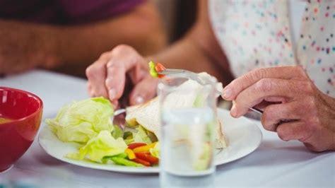 alimentazione anziano alimentazione negli anziani un problema da non