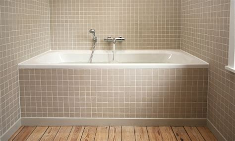 re caulking bathtub recaulking a tub and recaulking the surround to tub joint