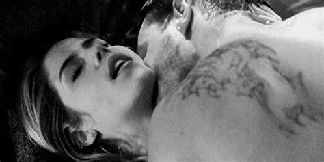 imagenes tumblr con movimiento haciendo el amor los 9 momentos m 225 s calientes de olicity arrow it s